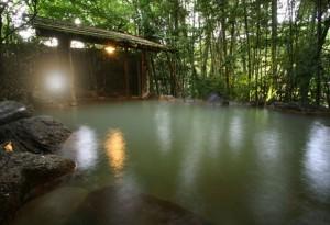 黒川温泉で露天風呂・貸切内湯 ふもと旅館